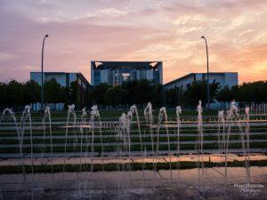 Berlin: Kanzleramt im Sonnenuntergang