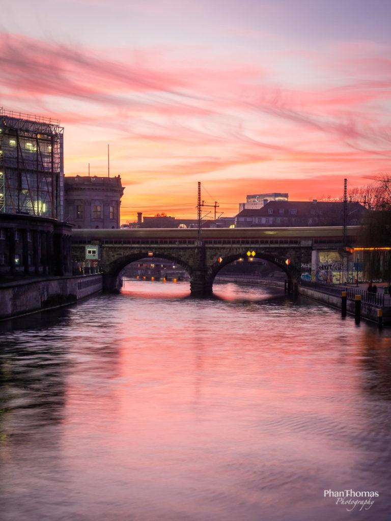 Berlin Mitte: Rosa Abendhimmel